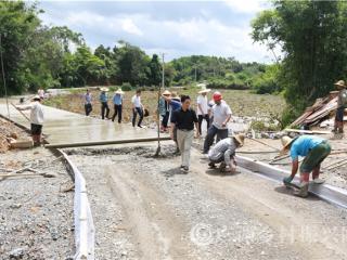 防城区:一批扶贫道路正在加紧施工