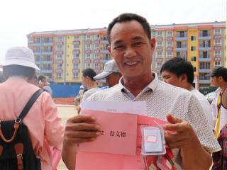 """金秀县:173户贫困户""""挪穷窝"""""""