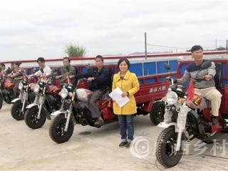 宁明县:村村发放清洁车  助推环境大整治