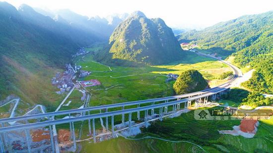 河池至百色高速公路定于11月28日起正式通车(图)