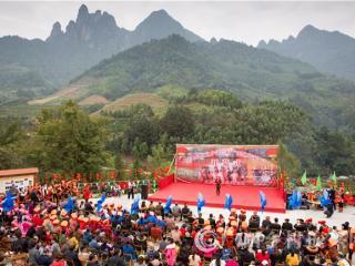 金秀县:三角乡泥鳅旅游节引客来