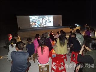 宁明县:新村走基层  电影进万家
