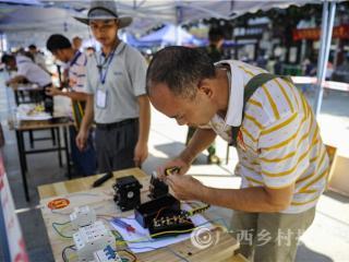 东兰县:提高农民工素质  增强就业竞争力