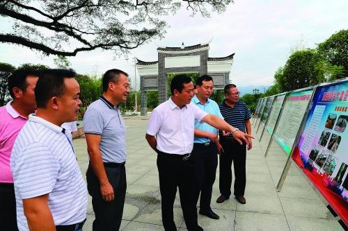 """桂林市新型城镇化示范乡镇""""书记工程""""建设综述"""