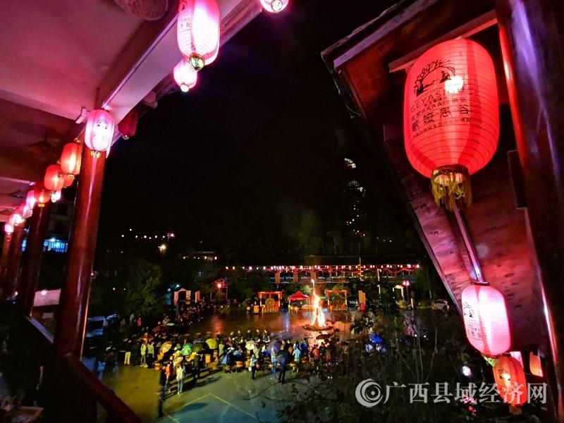 """南丹县:人类""""活化石"""" 幸福新瑶寨"""
