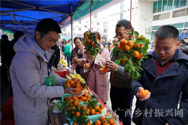 蒙山县:举办扶贫产业产品推介会