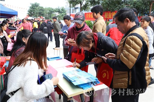 宁明县:确保有劳动力的易地扶贫搬迁户实现就业