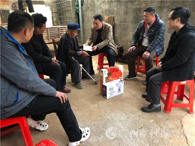 富川县福利镇:春节前夕慰问百岁老人和困难党员