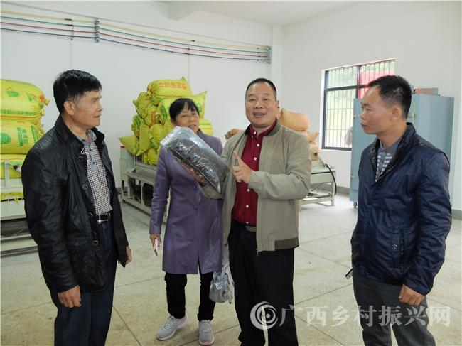 恭城县周其培:瑶乡贫困村政协委员修路提案受重视   脱贫致富有奔头