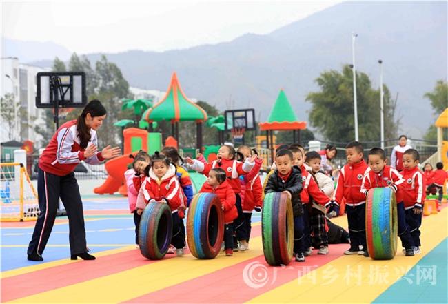 融安县:全力打造易地扶贫搬迁群众孩子的快乐家园