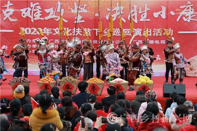 融安县:大袍苗寨里唱响脱贫幸福歌