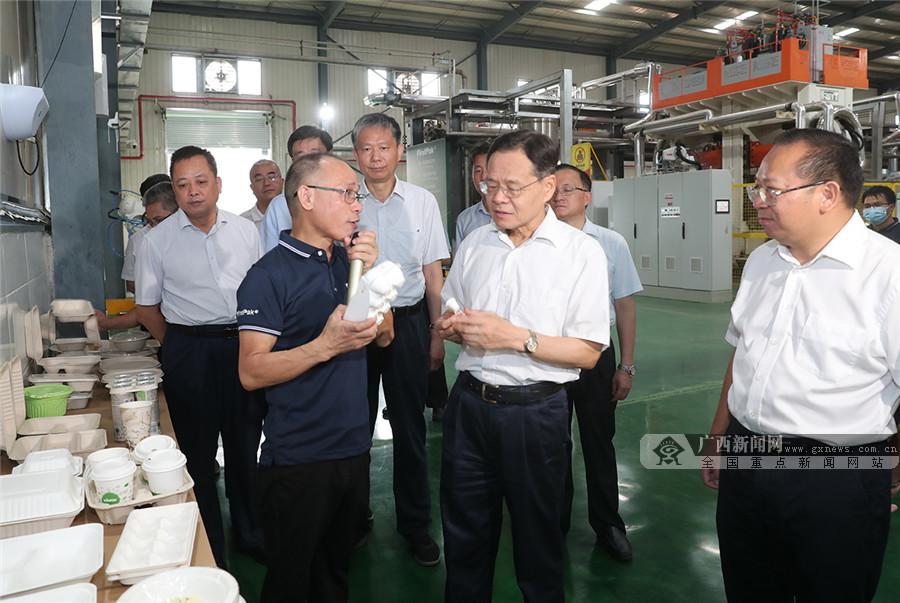 陈武深入来宾项目工地、企业车间、港口码头调研