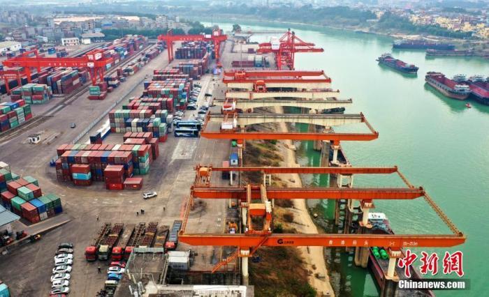 广西贵港港成为珠江水系首个内河亿吨港口